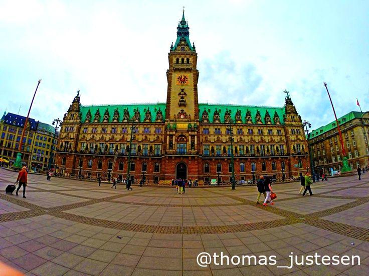 Hamborg Rådhus i centrum af byen er ubeskrivelig smuk! #rejse #rejser #rejseliv #rejseblog #rejsefeber #rejsetips #hamborg #hamborg2015 #tyskland #tysklandstur #tyskland2015 #turist #turister #afslapning #frihed #friheden #rådhus