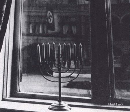 Paris Menorah Lighting Echoes Jewish Defiance