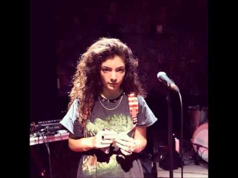 """Lorde singing """"Mama Do"""" live by Pixie Lott at 12 Years old (Radio NZ)"""