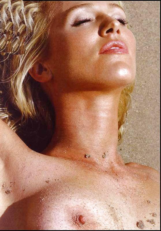 Poppy Montgomery Nude 76