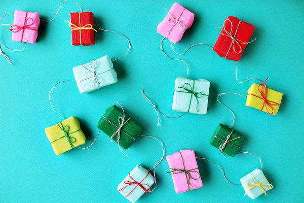 DIY: mini present garland