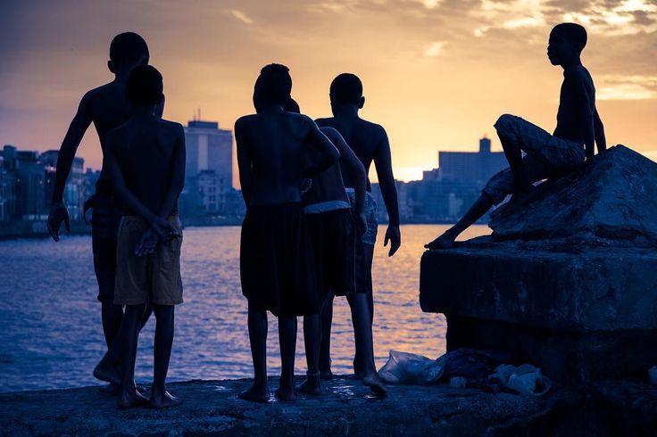 La Habana Cuba. life without wifi. #visitCuba #visithavana #havana #cuba #travel#travelgram #instatravel #mytravelgram #igtravel #travelphotography #picoftheday #wanderlust #tourtheplanet #lifeofadventure #exploringtheglobe #streetphotography #street #sunset #cityscape #friendship #nofilter #d810