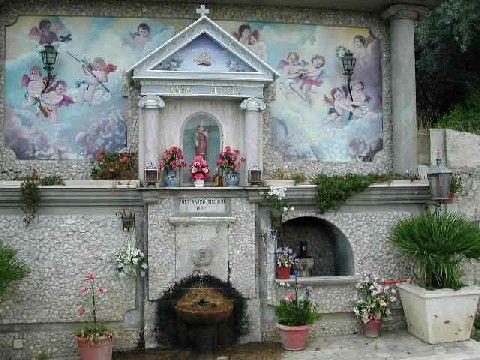 http://www.sangiovannidigerace.com/centro_storico/santa_lucia.jpg