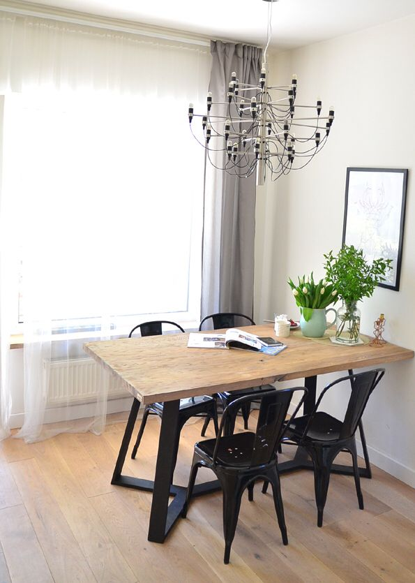 Y table in modern dinningroom   #woodentable #table #dinningroom #wood #oak #dinningtable #homedecor #solidwood #oakwood #interior #interiør #designtable #interiordesign