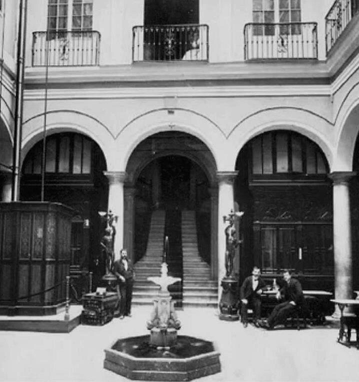 Patio interior del hotel regina en calle puerta del mar - Carpinterias en malaga ...