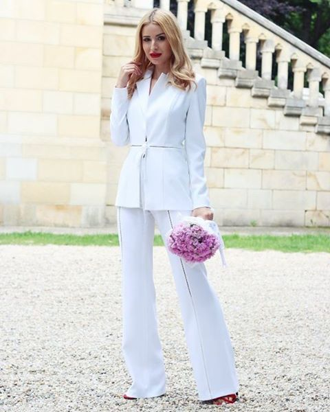 Deea Codrea spotted in a #Raquette #Delphine #Suit ✔ #romania #maisonraquette #whitesuit #bridalsuit #streetstyle #allwhite