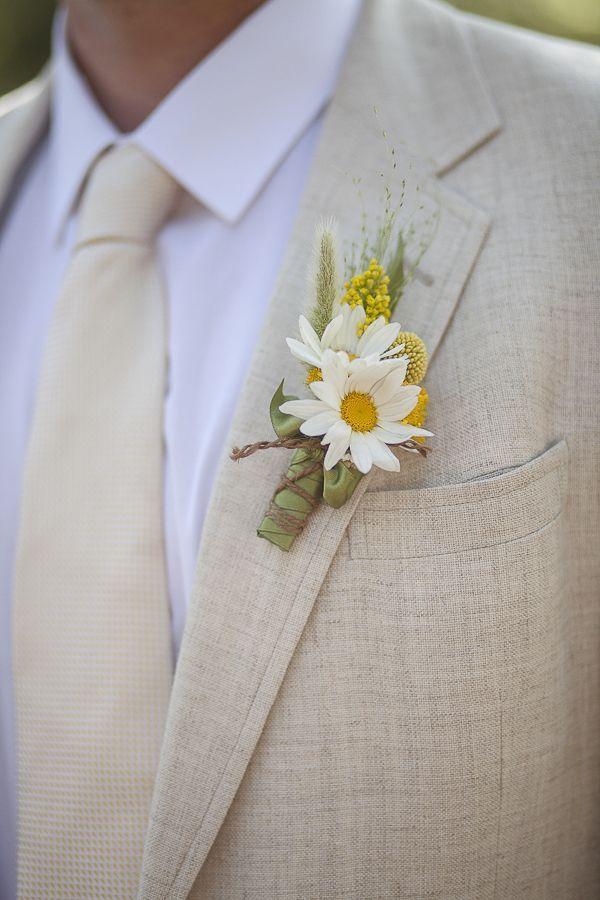 Fresh and unique spring wedding bouquet ideas for springtime brides - Wedding Party