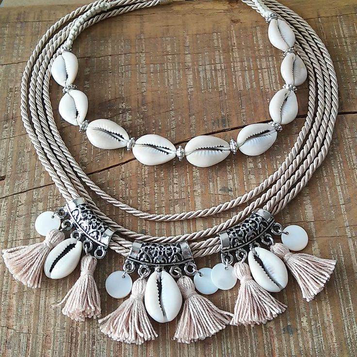 Mix de colares- Verão 2019 | Fashion jewelry necklaces, Seashell jewelry, Vintage jewelry crafts