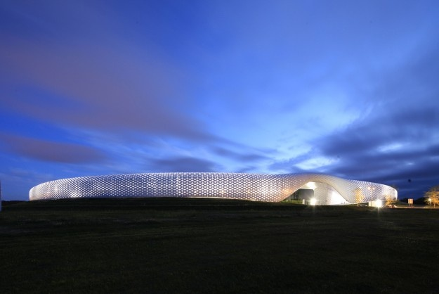 Centre commercial Atoll à Beaucouzé (Maine-et-Loire), par Vincent Parreira (AAVP Architecture) et Antonio Virga