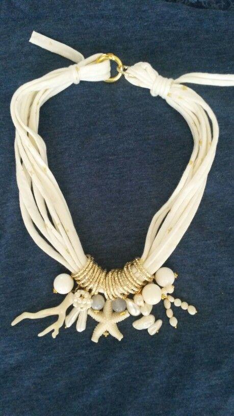 Collana di fettuccia con agata, perle di fiume, corallo bambú, quarzi, perle di fiume barocche e resina. Notedizucchero.blogspot.com
