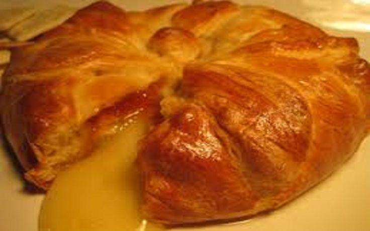 <h5>Gebakken Brie met Jam</h5> <h3>Bereidingswijze</h3> Verwarm de oven voor op 175 graden celcius. Snij de brie in plakjes en leg de plakjes bladerdeeg op het bakpapier. (croissan...