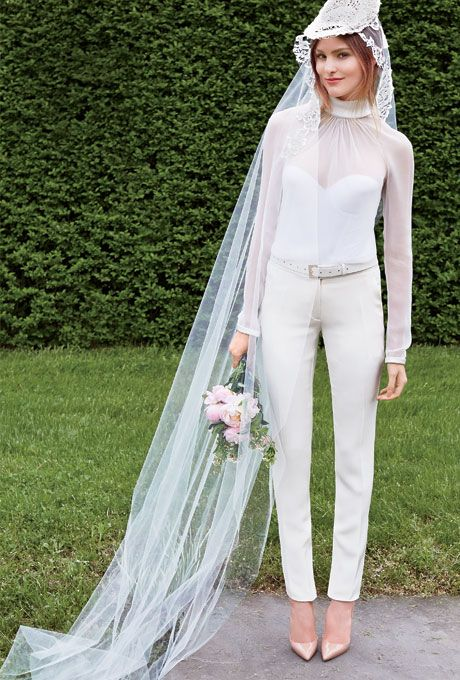 Ethereal Wedding Dresses For An Elegant Outdoor