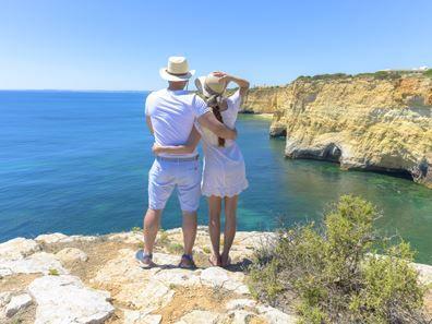 8 dagen Autorondreis Portugal  Ontdek authentiek Portugal met haar schitterende berglandschappen gezellige dorpjes mooie stranden en gastvrije bevolking.  EUR 199.00  Meer informatie  #Portugal