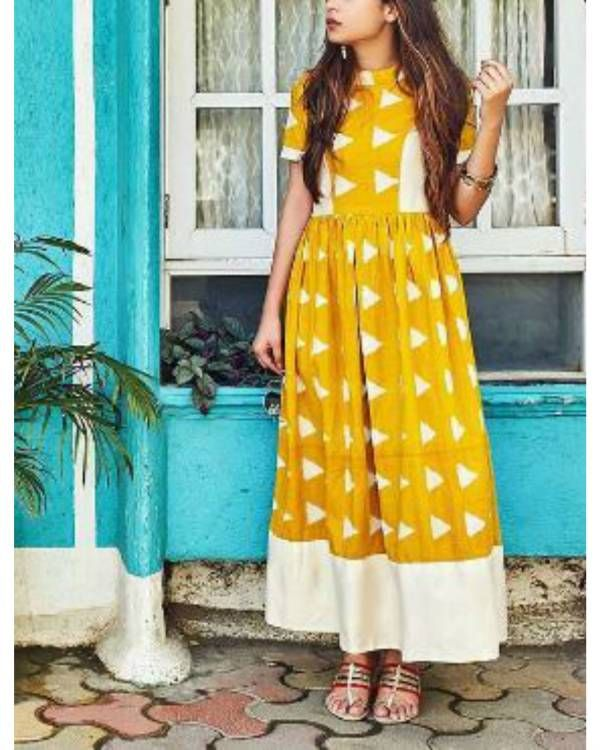 Yellow block dress    Yellow and white maxi dress with contrast princess panel. The dress has short sleeves with band collar. It is perfect for any occasion