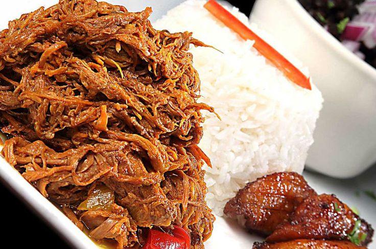 Este platillo de origen cubano, pero adoptado como parte de la gastronomía mexicana, lleva carne deshebrada de res y verduras. Te pasamos la receta tradicional.