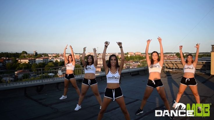 BUN UP THE DANCE | ZUMBA FITNESS | DANCE MOB®