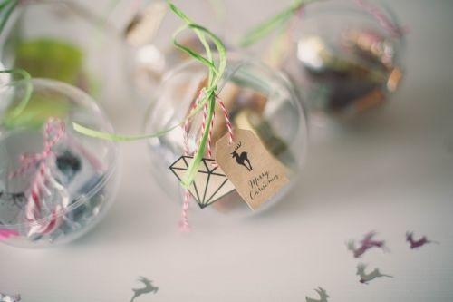 boules de no l surprises cadeaux de f te fait maison cadeaux fabriquer pour no l diy boules de. Black Bedroom Furniture Sets. Home Design Ideas