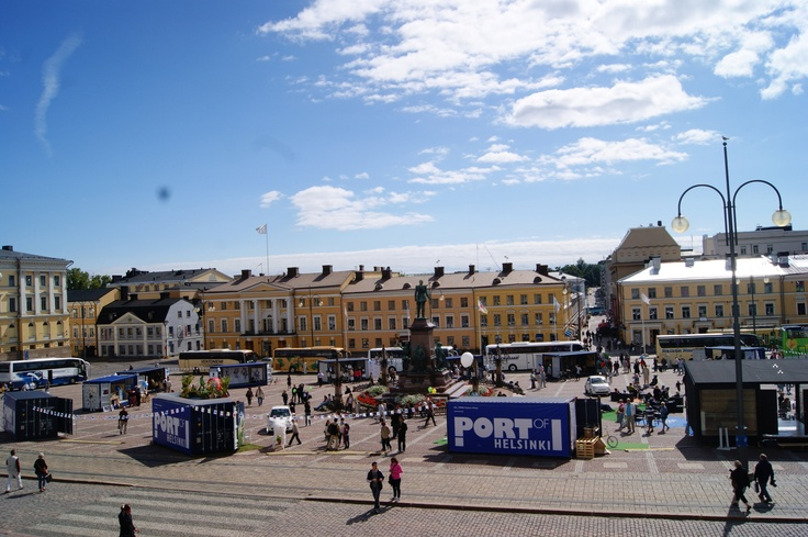 Helsinki Fashion Village on Senate Square of Helsinki. Photo by myPose! ltd.