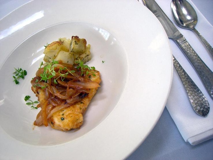Chicken Lyonnaise and Parmentier Potatoes - enjoyed by First Class Passengers on the Titanic.French Classic, Lyonnais Highlights, Titanic Inspiration Meals, Parmentier Potatoes, Chicken Lyonnaise, French Recipe, Titanic Recipe, Onions Sauces, Highlights Titanic Inspiration