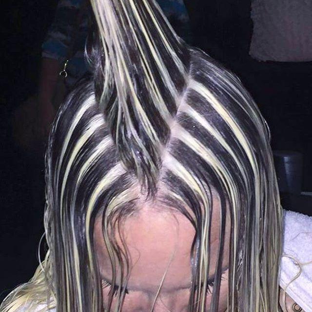 WEBSTA @ robsonpeluquero - Sei que nem todos são fã de mechas marcadas, mas vejam a publicação anterior e me falem o que vocês acham dessas mechas marcadinhas após o cabelo escovado e finalizado...? Só quem comparou vai comentar !!!