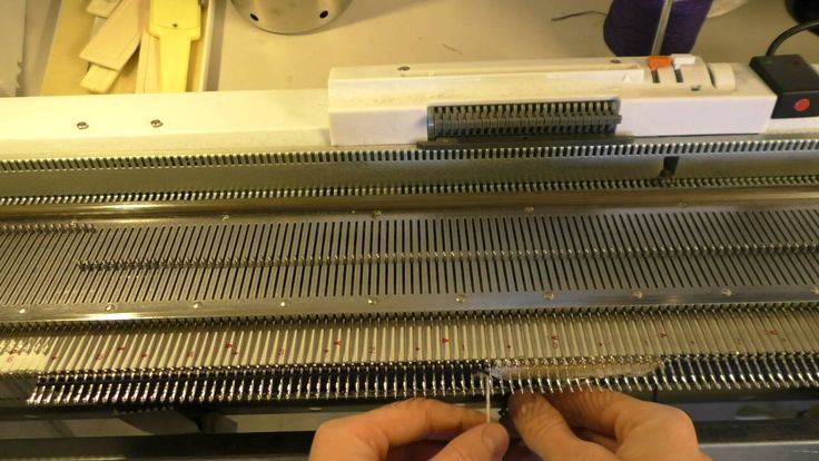 Knitting with a AG24 intarsia carriage on a SK280 knitting machine