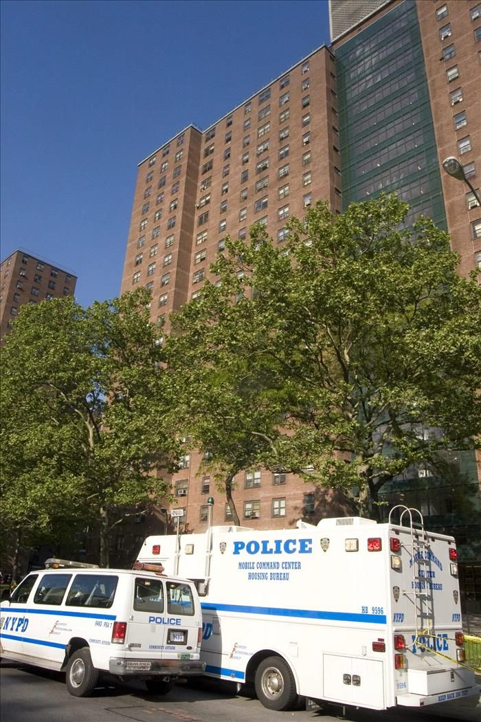 Nueva York, 6 ene (EFEUSA).- Autoridades de Nueva York informaron hoy que están fuera de peligro dos agentes policiales que fueron heridos anoche en el Bronx en un tiroteo con un desconocido que se sospecha tiene origen hispano. El incidente puede estar vinculado con la búsqueda de varios sospechosos de un asalto armado que se …