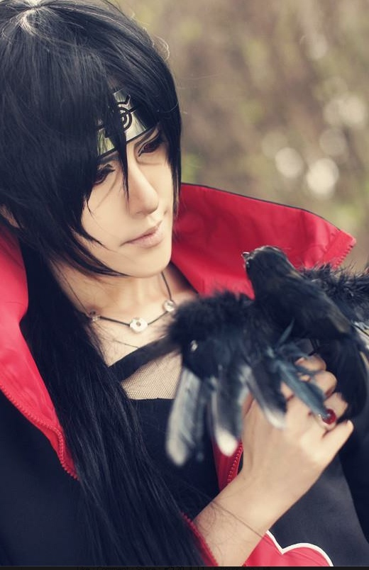 Itachi cosplay with crow