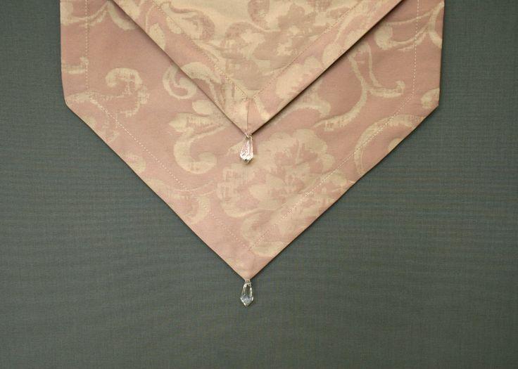 Bieżnik z kryształkami. http://bit.ly/1MjNdAO