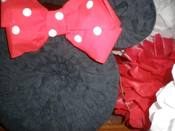 la piñata con los pompons  Cumpeaños Minnie Mouse by Dulcinea de la fuente www.facebook.com/dulcinea.delafuente.5  https://www.facebook.com/media/set/?set=a.117305701748719.33441.100004078680330&type=1&l=b380a10ba8  #fiesta #golosinas  #cumpleaños #mesadulce #festejo #fuentedechocolate #agasajo#mesa dulce #candybar #sweet table  #tamatización #souvenir #minnie