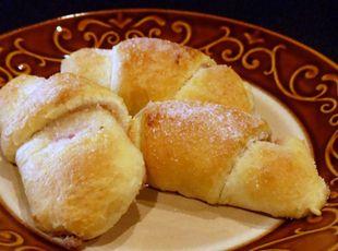 Raspberry Honey-Walnut Crescent Rolls: Honeywalnut, Sweet Breads, Pinch Recipes, Crescent Rolls, Crescent Roll Recipes, Raspberries Honey Walnut, Honey Walnut Crescents, Crescents Rolls Recipes, Nutti Combinations