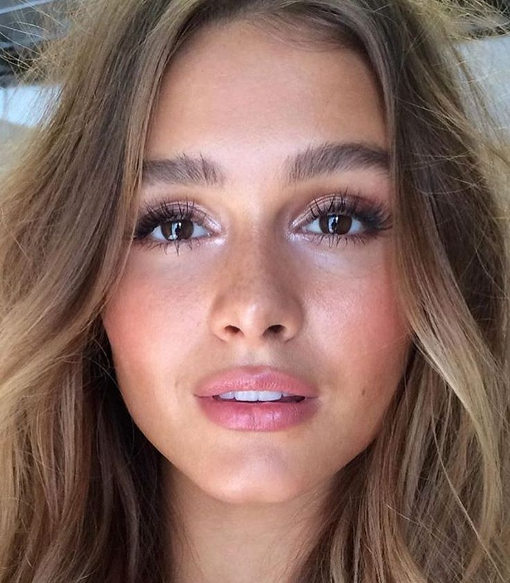 Natural and glowing skin, bold brows, blushed cheeks and soft lips makeup inspiration.