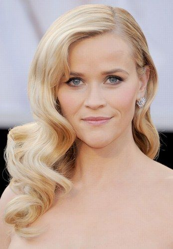 We absolutely adore Reese Witherspoon's glamourous, big Hollywood waves!