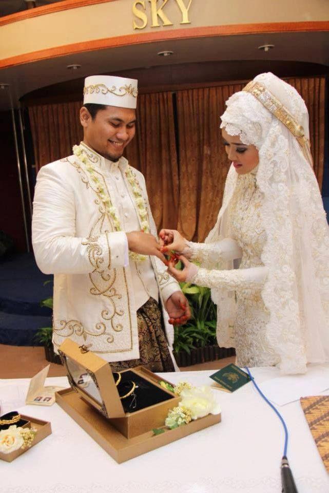 Hauri Collezione wedding gown #muslim #wedding #indonesia