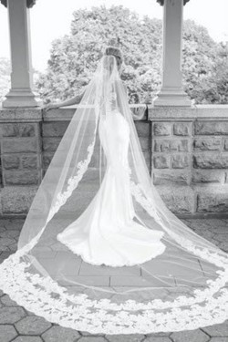 cathedral lace veil...I want a veil like this! maybe not as long but this cute
