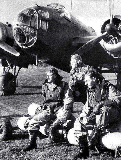 Handley Page Hampden bomber crew.