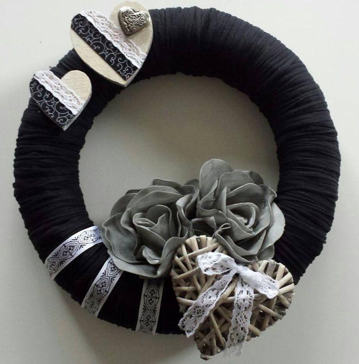krans met textielgaren Op facebook (be creative with action) tegengekomen gemaakt door ramona mona...