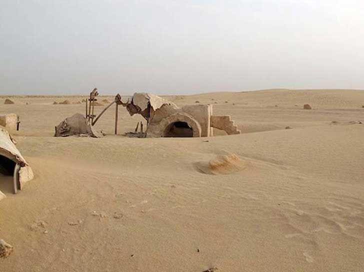 17 escenarios abandonadas de películas famosas. Parecen pueblos fantasmas  Star wars - 1977