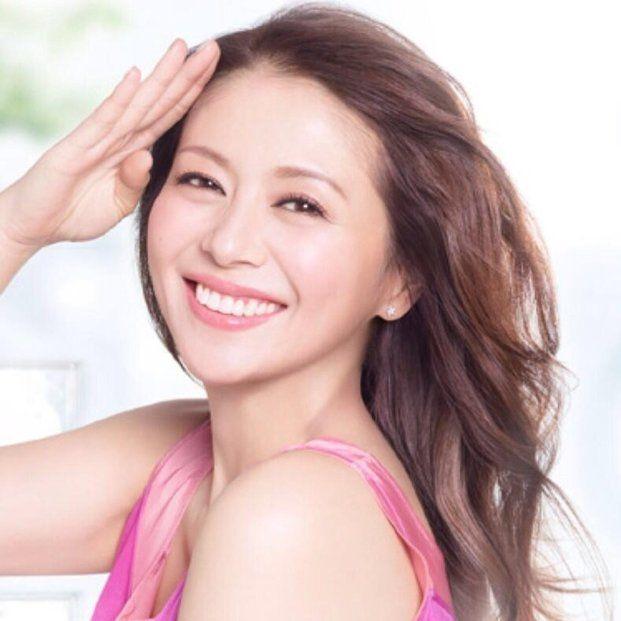なんてったってキョンキョン♡驚きの50歳「小泉今日子」が素敵! - Locari(ロカリ)