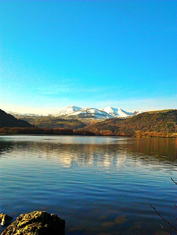 Lac Chambon, région Auvergne. Photo par Marion Juglin
