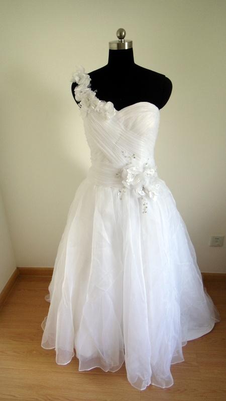 robe de mariage asymétrique,couture sur mesure.à partir de ...