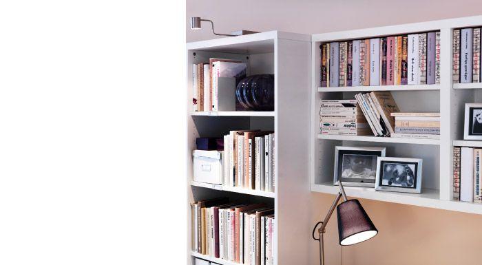 Príbeh o dvoch knižniciachKlasika je klasika, no prečo neskúsiť niečo nové? Šikovne skombinujte knižnice rozličnej hĺbky a skúste maximalizovať disponibilný priestor bez akejkoľvek obety. Zariaďte domov pre všetky knihy, ktoré sa vám doma len tak povaľujú a zároveň získajte pohodlný kútik na čítanie.