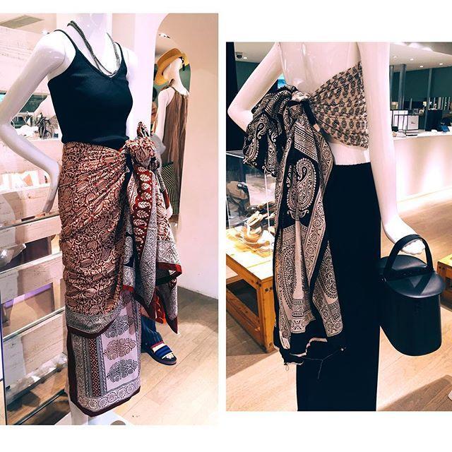 WEBSTA @ yukarinegishi - .@communitiemarfa のストール(¥15,000 )が全店舗に再入荷しました!去年あっという間に完売した幻のレッド×ブラックもお願いして作ってもらいました☺︎これからの季節にぴったり!ストールとしてはもちろん、写真左は巻きスカートにして(1枚でもスカートにできますが写真は2枚使ってます)右はベアトップにして🌵#ronherman