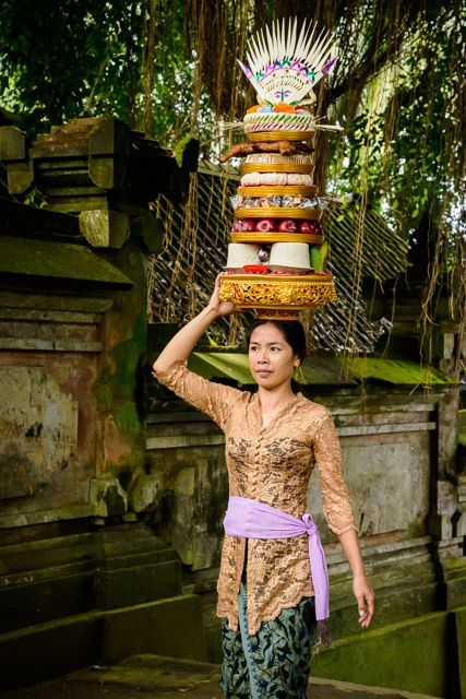 Balinese woman carrying offering to the temple
