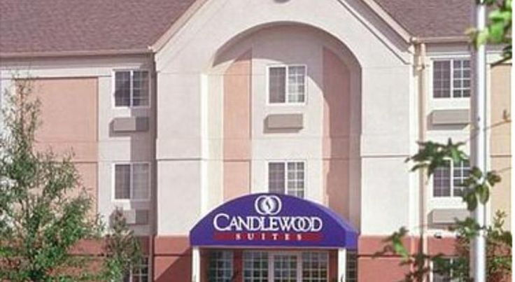 Candlewood Suites Detroit - Warren Warren This hotel in Warren is 12 miles from Comerica Park and Ford Field. It has a gym and a convenience store. Free Wi-Fi and free parking are available.