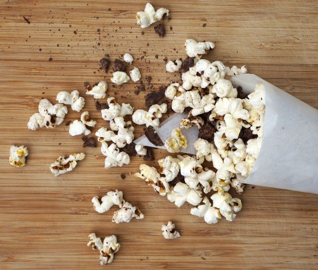 Recipe Share: Chocolate Coconut Popcorn  #chocolate #coconut #popcorn #rawchocolate #seasalt #snacks #healthy #sweet #salty #satisfying
