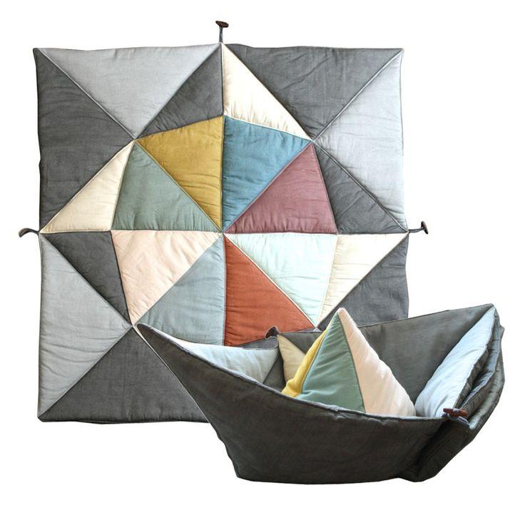 Eine kuschelweiche Spieldecke, die sich zum Schiff falten lässt!  With the…