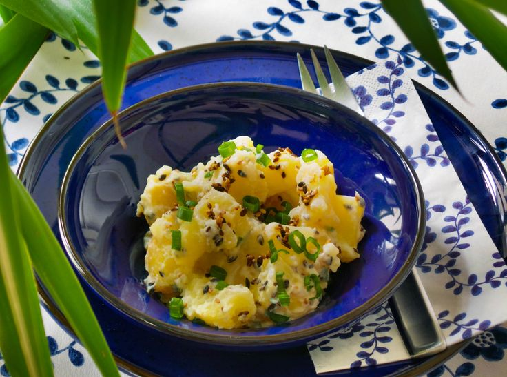 Üdítő krumplisaláta HOzzávalók és recept: http://kertkonyha.blog.hu/2014/07/27/udito_krumplisalata