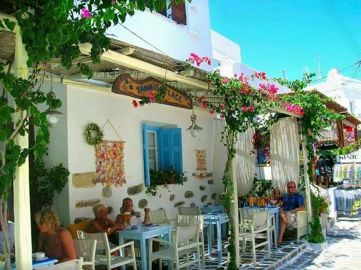 Cute tavern in Antiparos