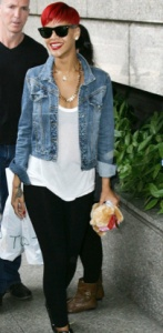 Get Rhianna's look at Sunday Best Fashion - Sass denim jacket, Betty Basics Maui Tee and black leggings (super comfy and fit like a dream).