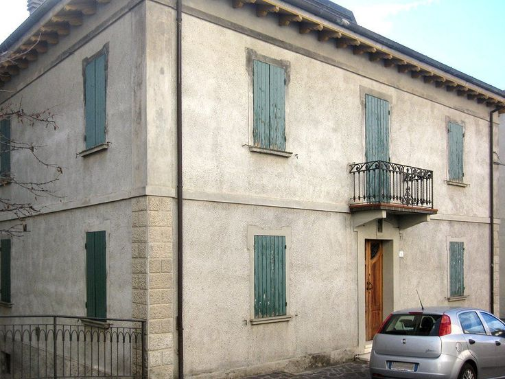 Casa Giorgio; Ref. Code: CA412  Beautiful large detached house in the commune of Villa Minozzo. Set within the Parco di Giganti (National Park of the Giant) in the Appennine mountain region, the property has wonderful panoramic views of these mountains and surrounding countryside.